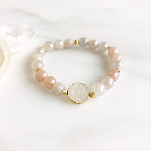 White Circle Druzy and Pink Stone Beaded Bracelet. Stretchy Bracelet Jewelry.