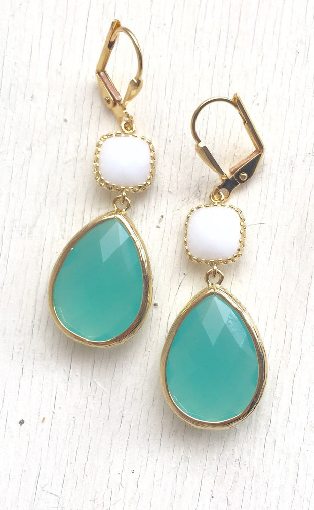 Bridesmaids Earrings in Aqua and White. Dangle Earrings. Drop Earrings.Bridesmaid Earrings. Drop Earrings. Wedding Jewelry. Gift.
