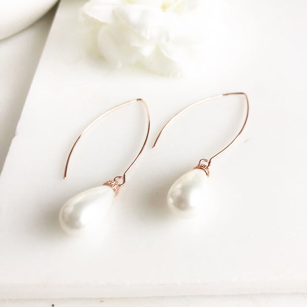 Wedding Earrings. Pearl Drop Earrings. Bridesmaid Gift. Wedding Jewelry. Rose Gold Earrings.