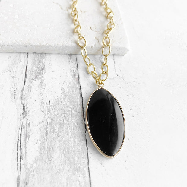 Black Gemstone Chunky Chain Necklace in Gold. Black Gold Chunky Statement Necklace