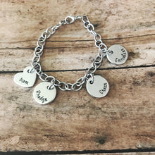 Load image into Gallery viewer, Wide link charm bracelet for mom with name pendants