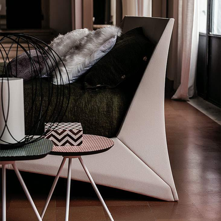 Close view of the Dylan Bed by Cattelan Italia