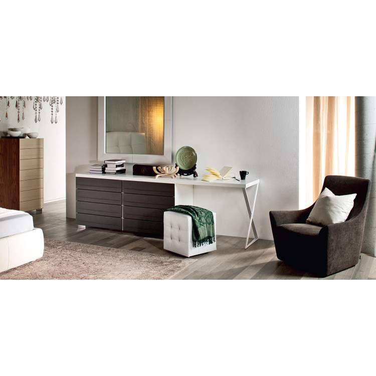 Italian bedroom with dresser by Cattelan Italia