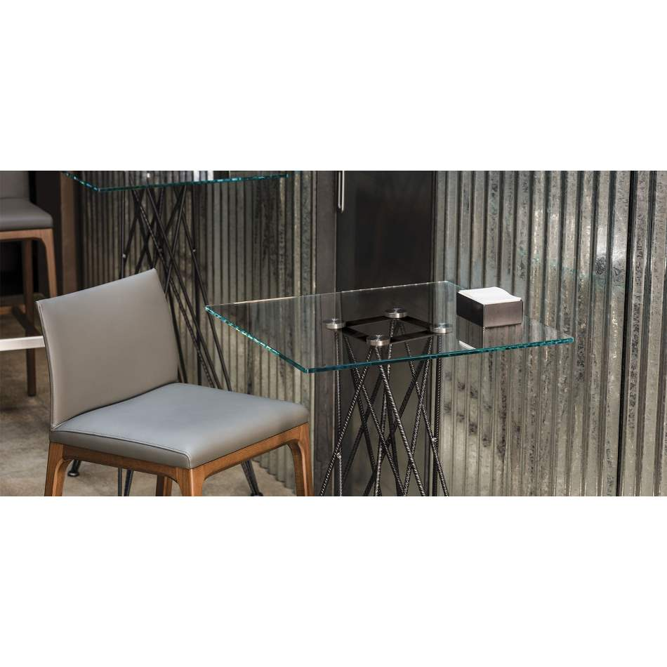 Luxurious bistrot dining table made in Italy by Cattelan Italia