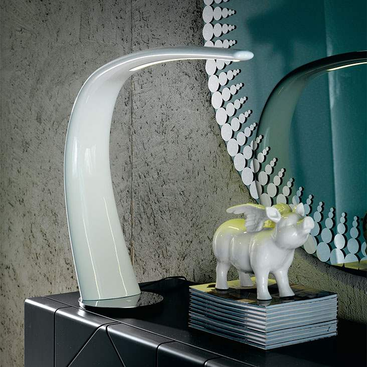 Mamba Italian table lamp in white