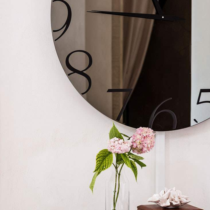 round mirrored clock made in Italy by Cattelan Italia