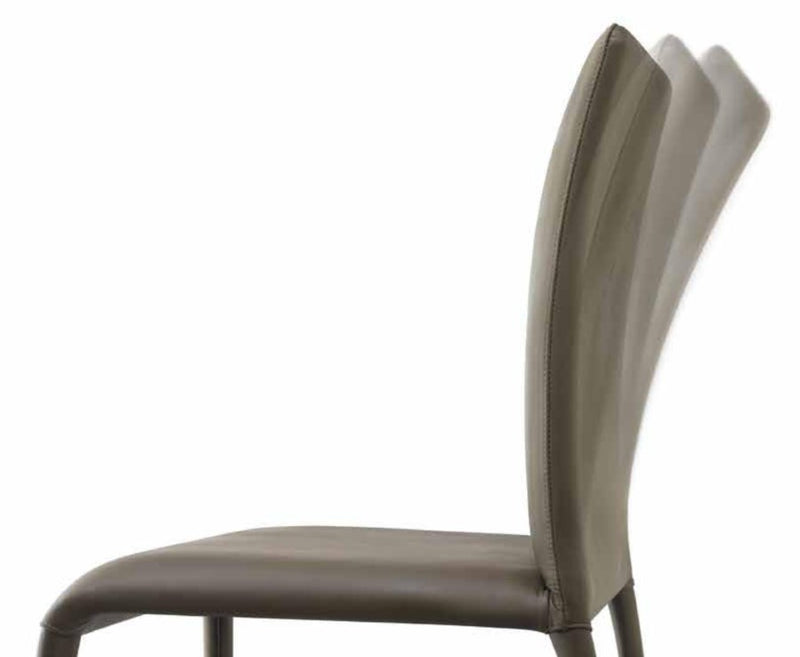 Flexibility of leather Como Arm Chair