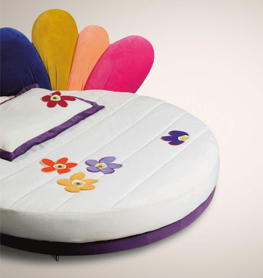 Large round luxury children's bed