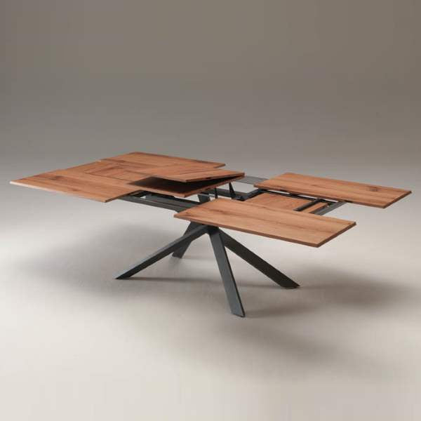 Ozzio Italia expandable table in expanded configuration