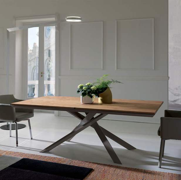 Stunning Ozzio Italia wooden expandable table