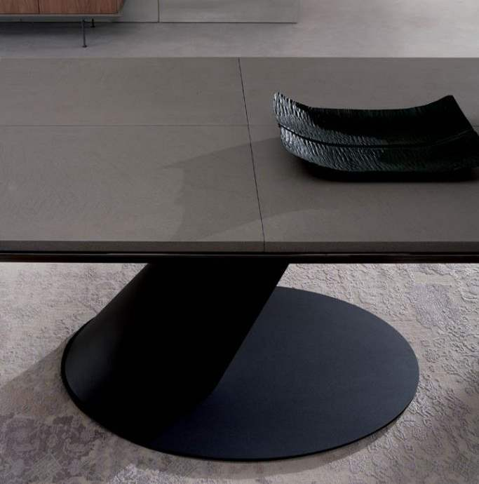 Thor Italian dining table