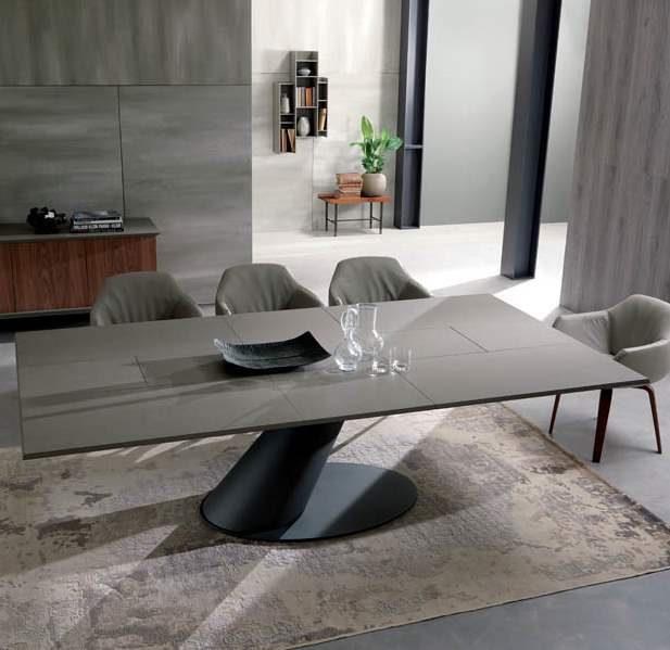 Expandable dining table made in Italy