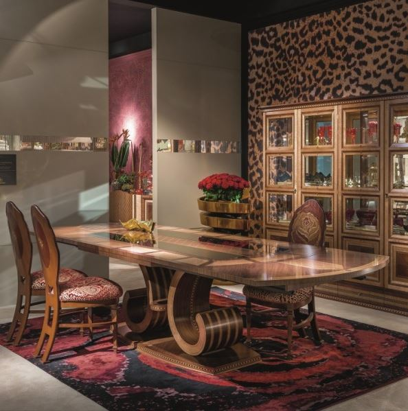 Italian dining room full of luxury furniture by Carpanelli