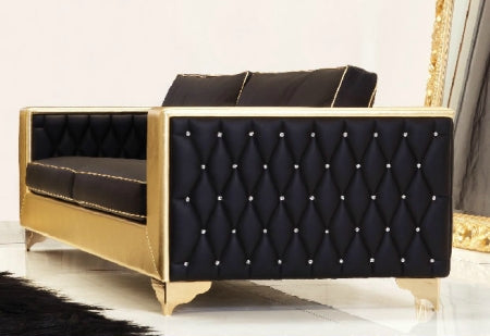 Museo Sofa with quilted leather sides