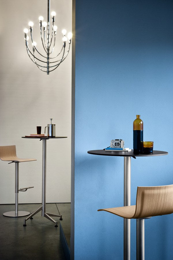 Seltz - Italian room with Lapalma bar tables