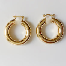Load image into Gallery viewer, Chunky Bold Golden Hoop Earring