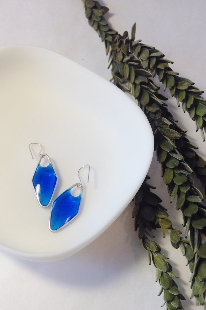 VERRE BLUE GLASS DIAMOND-SHAPE earrings