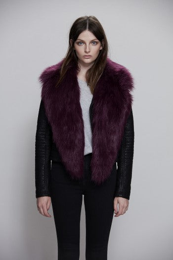 Unreal Fur Collar in Plum.
