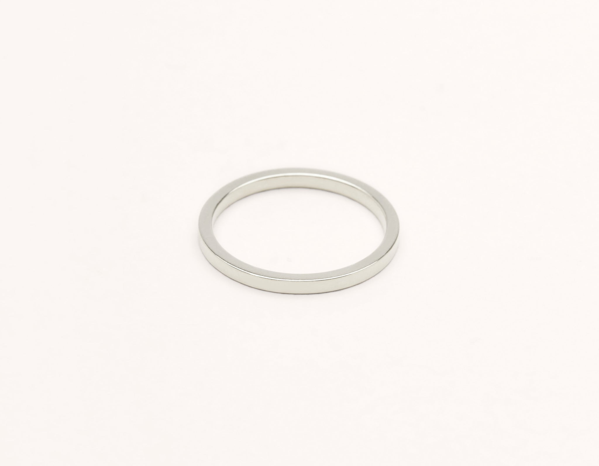Simple modern 18k solid white gold 1.5 mm Flat men's women's Wedding Band Vrai & Oro