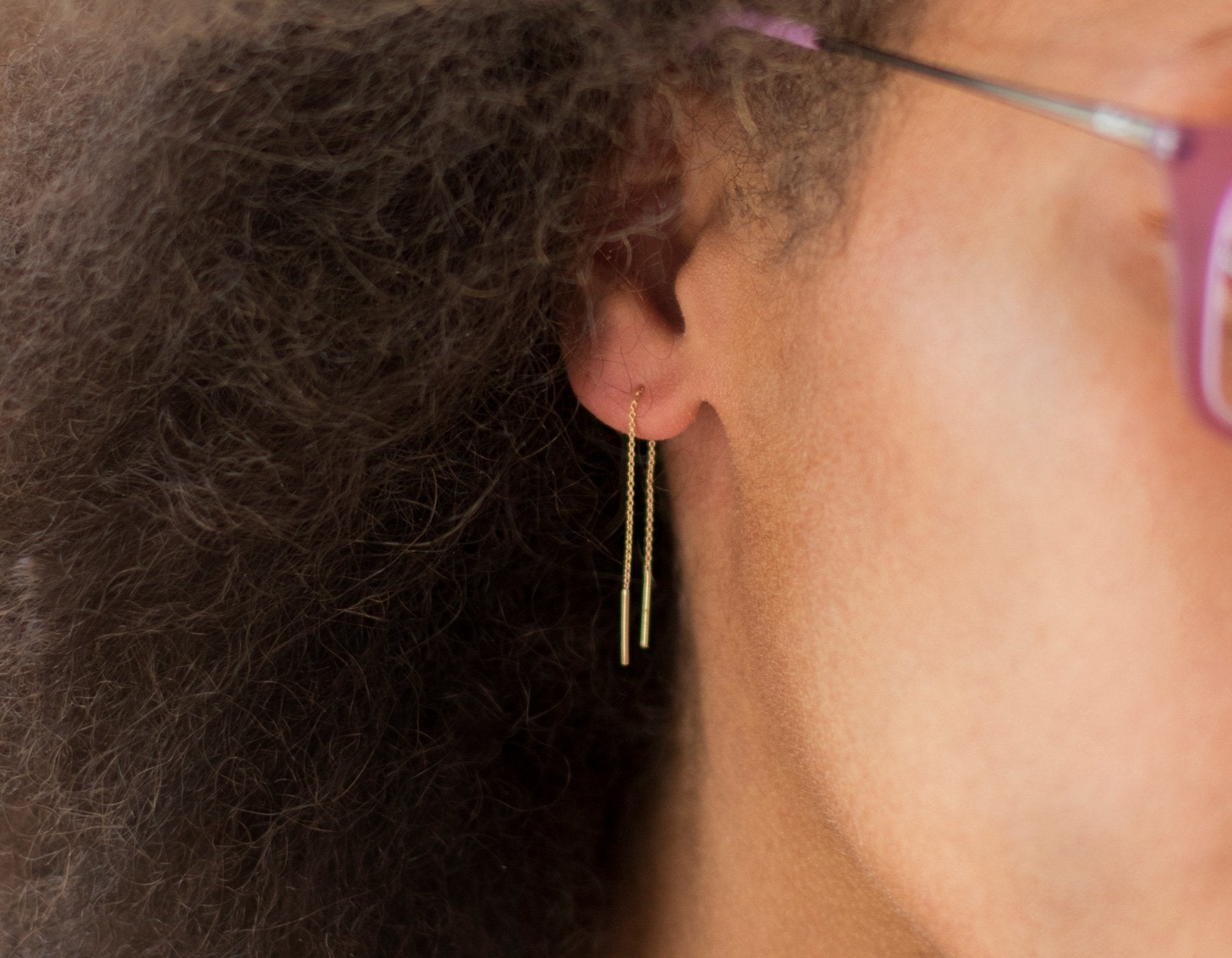 Model wearing Vrai and Oro delicate long earrings 14K solid Gold Line Threaders