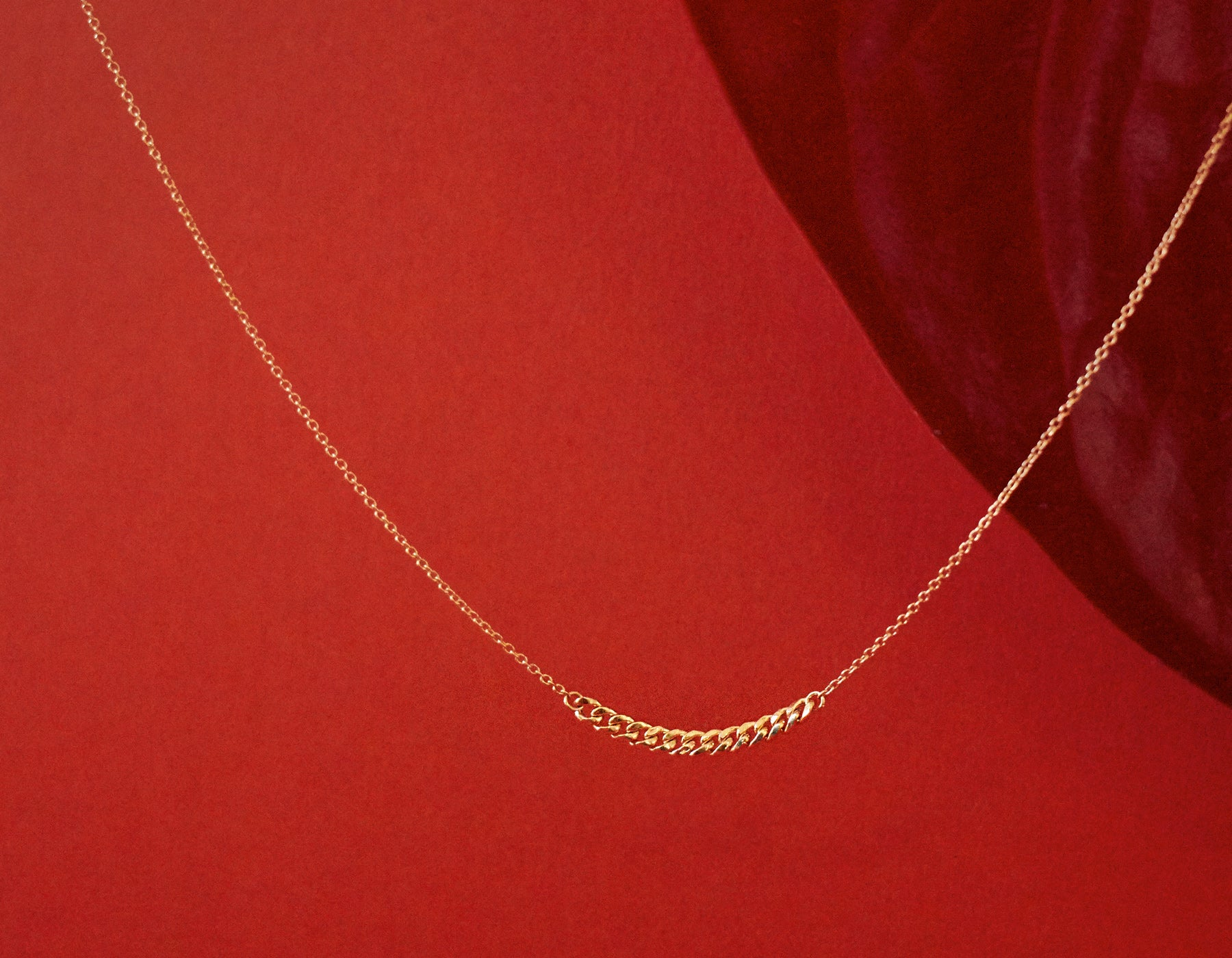 Simple classic chain 14k solid gold Interlink Necklace red velvet Vrai and Oro
