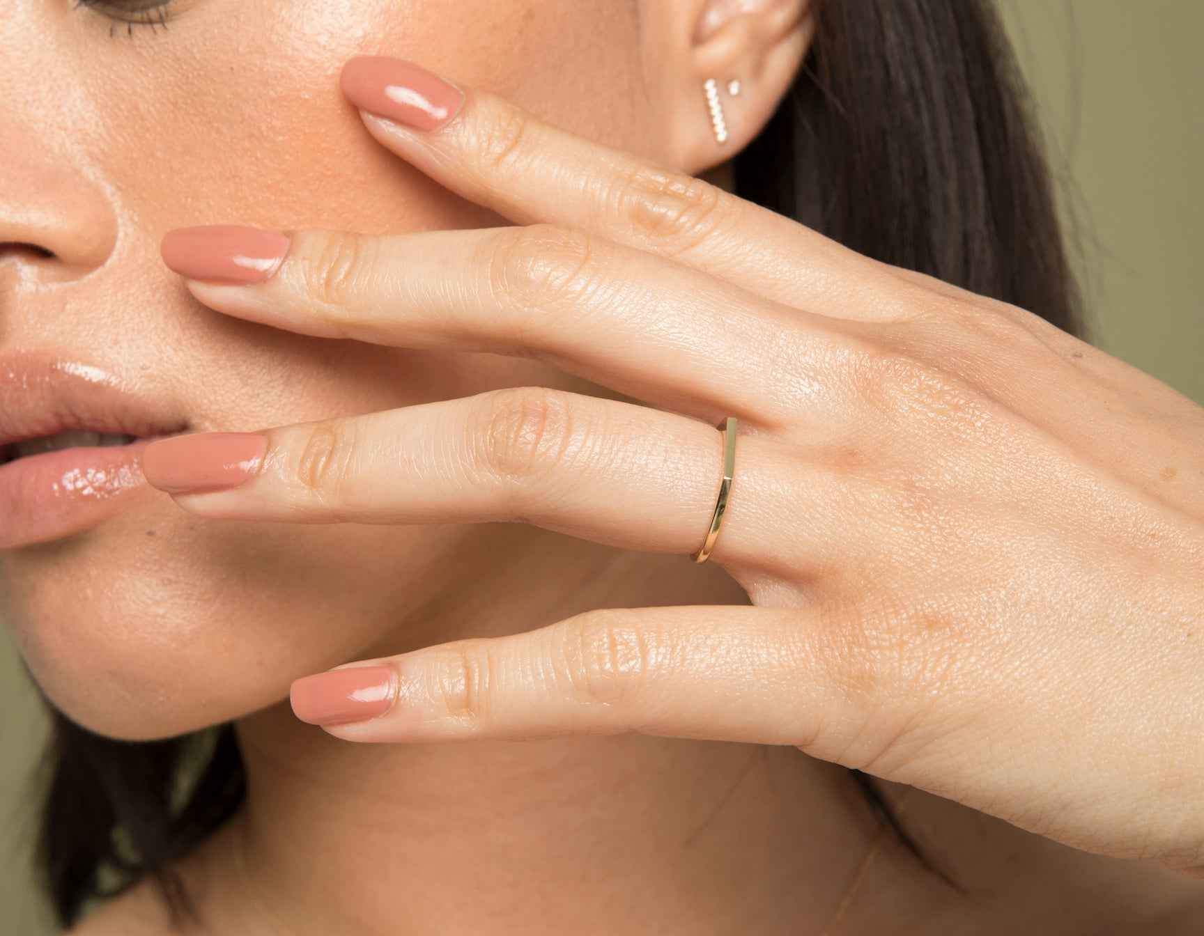 Model wearing sleek Vrai solid gold Line Ring, 14K Rose Gold