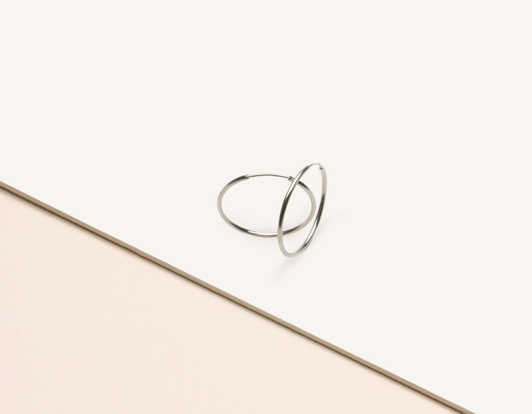modern minimalist Medium Lightweight Hoop earrings 14k solid gold Vrai & Oro sustainable jewelry, 14K White Gold