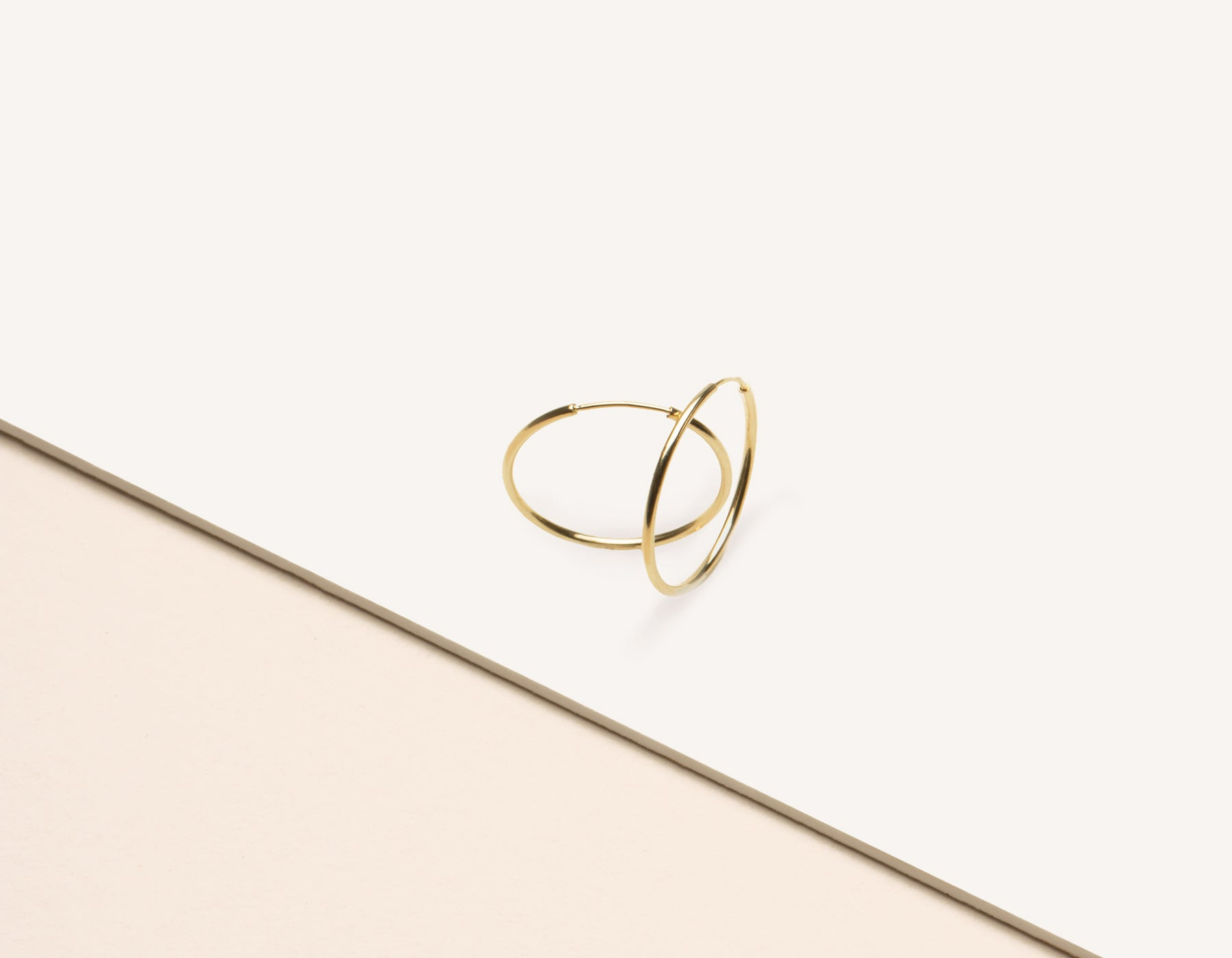 modern minimalist Medium Lightweight Hoop earrings 14k solid gold Vrai & Oro sustainable jewelry, 14K Yellow Gold