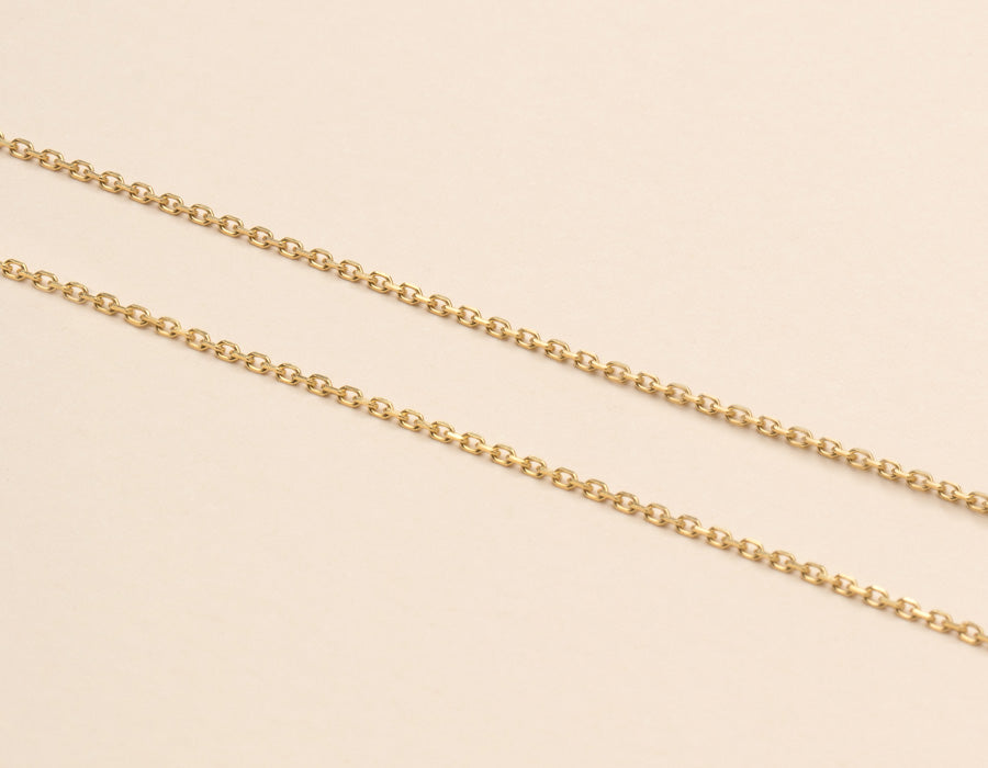 Modern minimalist thin Oval Link Chain necklace in 14k solid gold by Vrai and Oro jewelry