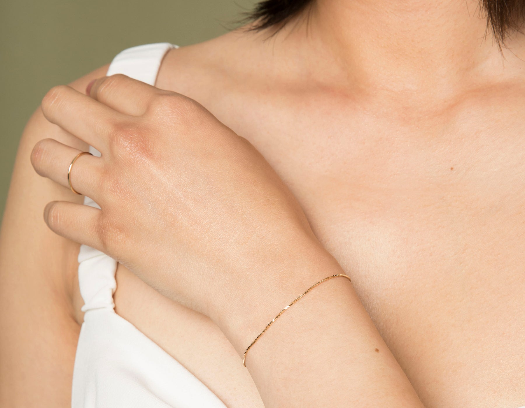 Model wearing Vrai 14k solid gold Silk Box Bracelet diamond cut chain simple minimal, 14K Rose Gold
