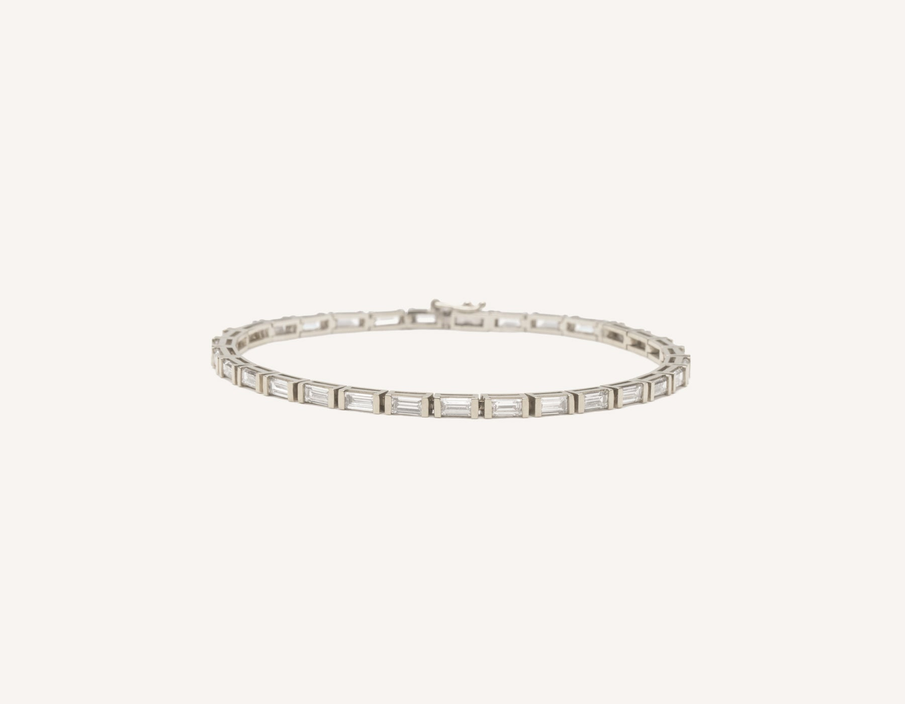 Classic elegant 18k solid gold Baguette Diamond Tennis Bracelet by Vrai and Oro, 18K White Gold