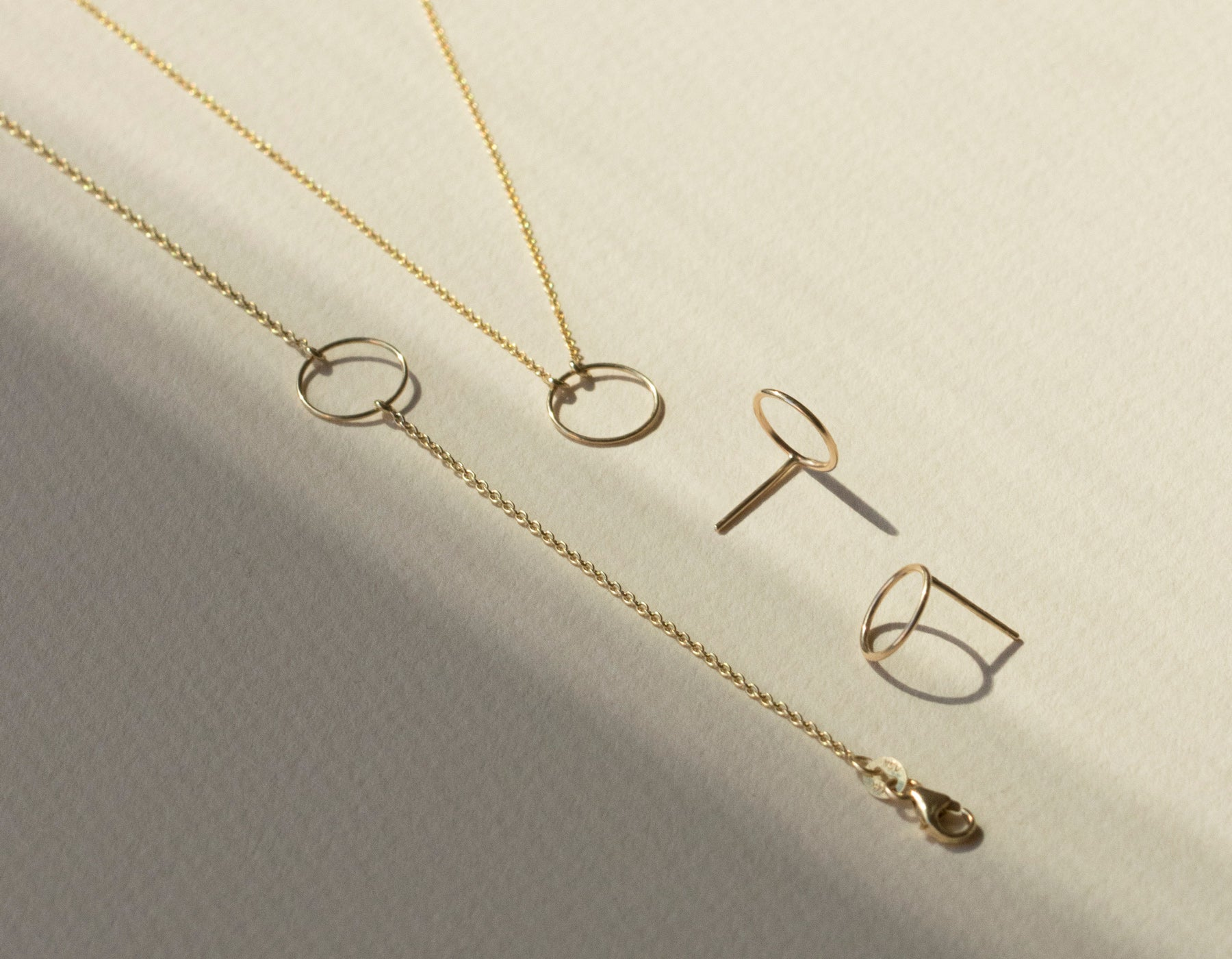 Vrai & Oro Simple delicate 14k Solid Gold Circle Stud Earring Circle Necklace Circle Bracelet