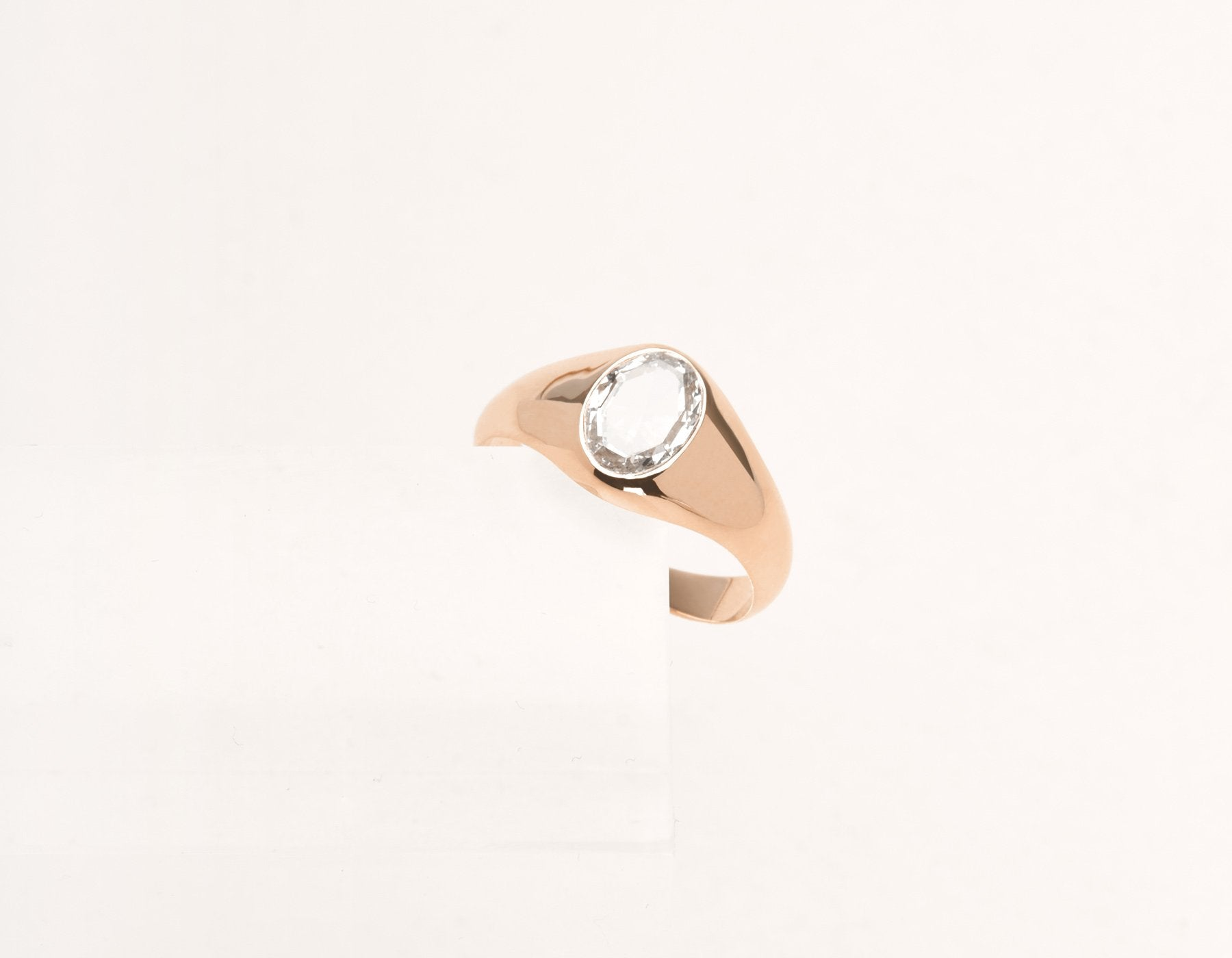 Contemporary classic Oval Rose Signet 18k solid gold diamond ring Vrai & Oro Modern Minimalist Jewelry, 18K Rose Gold