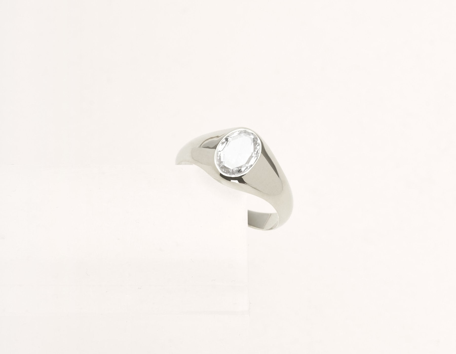 Contemporary classic Oval Rose Signet 18k solid gold diamond ring Vrai & Oro Modern Minimalist Jewelry, 18K White Gold