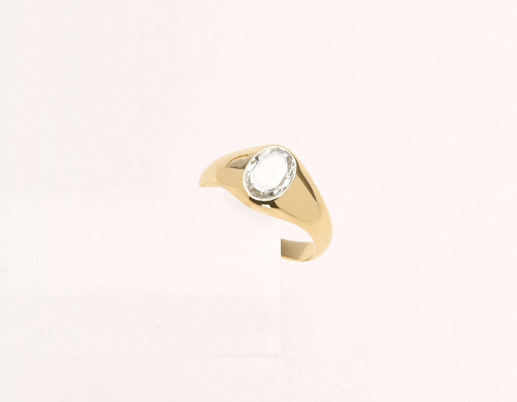 Contemporary classic Oval Rose Signet 18k solid gold diamond ring Vrai & Oro Modern Minimalist Jewelry, 18K Yellow Gold