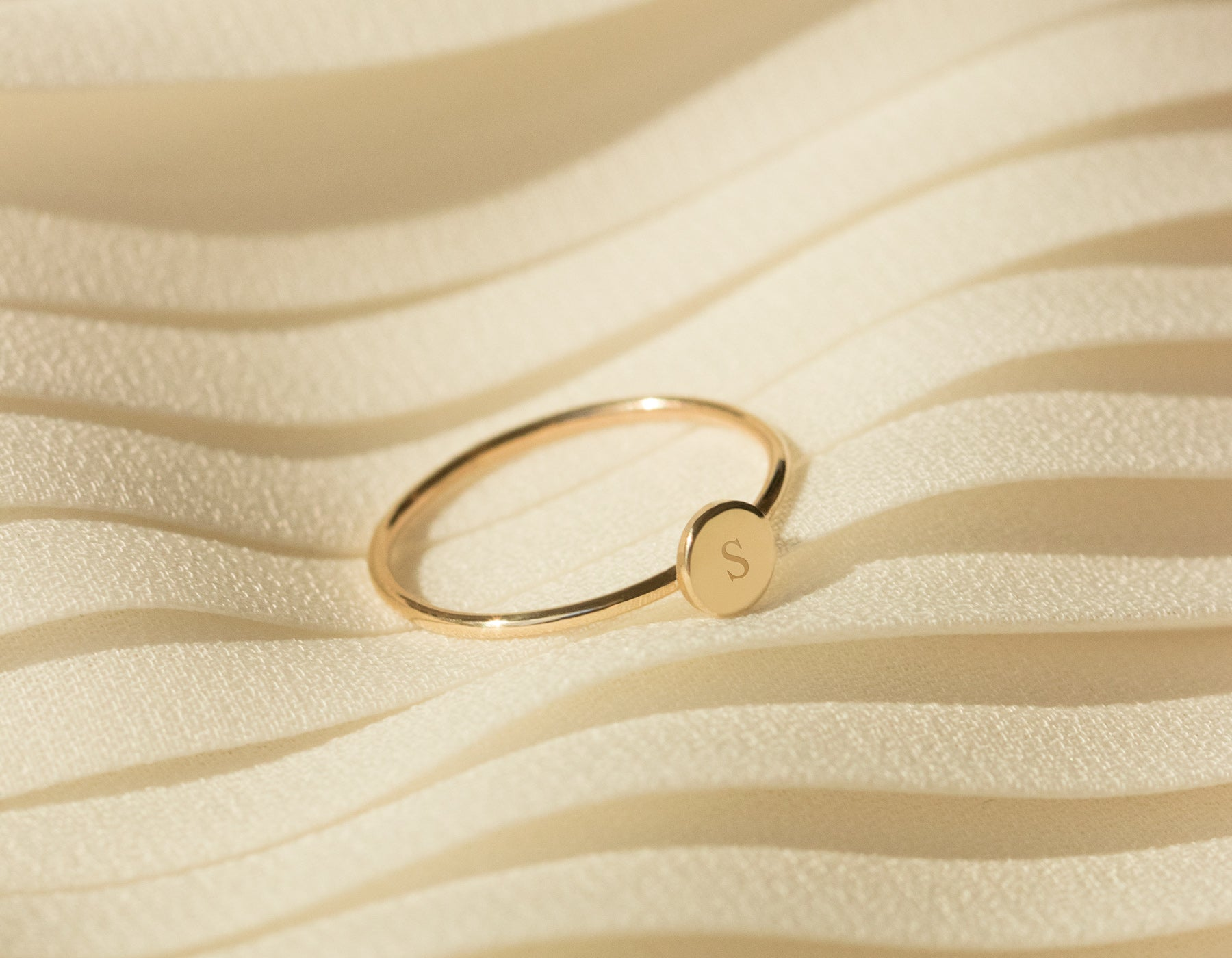 Simple geometric Initial Ring 14k solid yellow gold Vrai & Oro