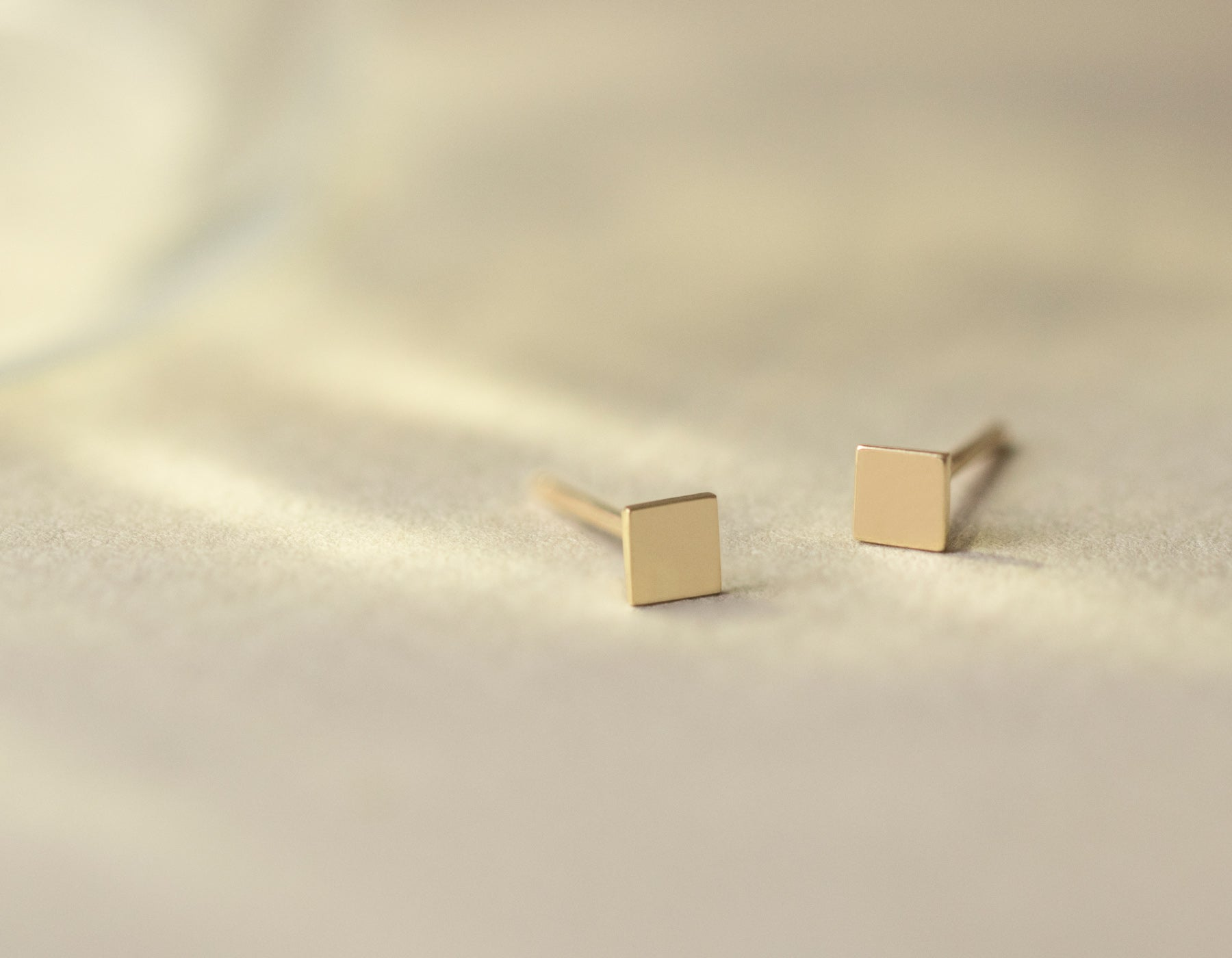 Minimalist Square Stud earrings solid 14k gold Vrai & Oro simple elegant jewelry