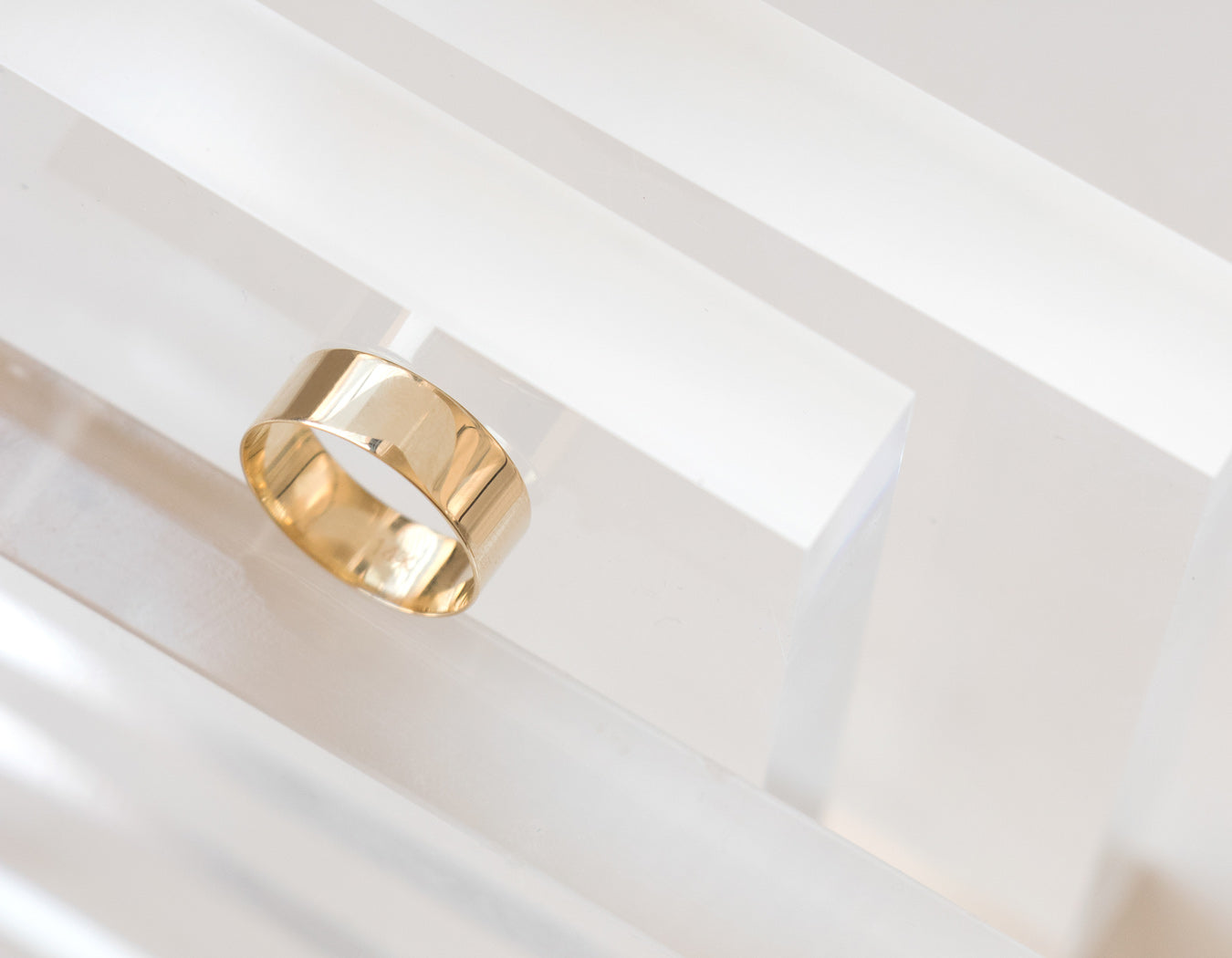 14k Yellow gold Thick stacking ring geometric minimalist Vrai & Oro