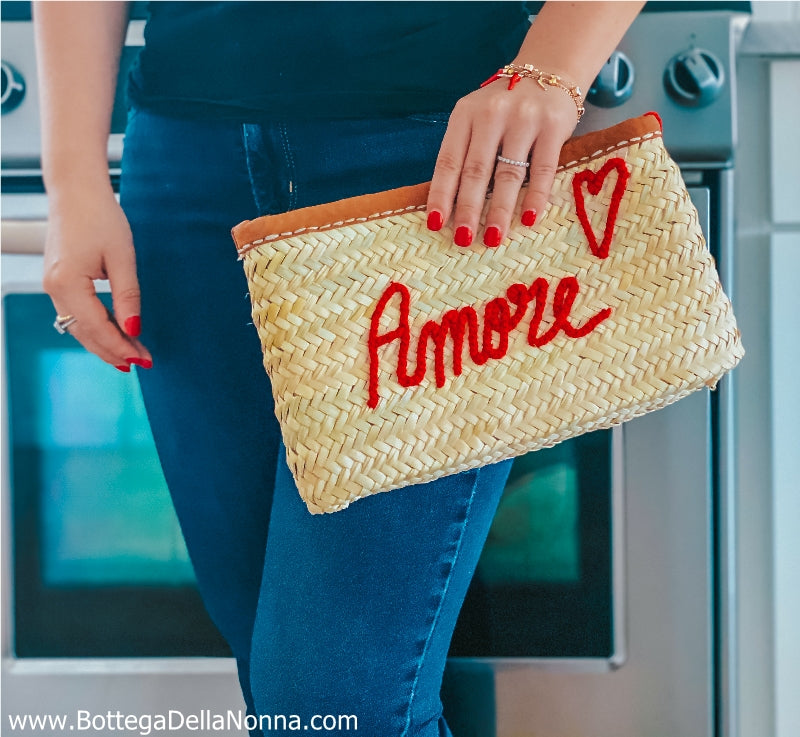The Amore Pouch