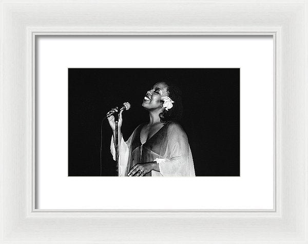Roberta Flack Performing in Kingston, Jamaica - Framed Print