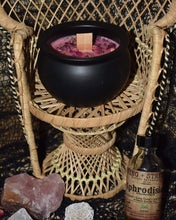 Load image into Gallery viewer, 528 hz Frequency of Love Cauldron Candle (8 oz)