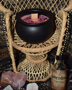528 hz Frequency of Love Cauldron Candle (8 oz)
