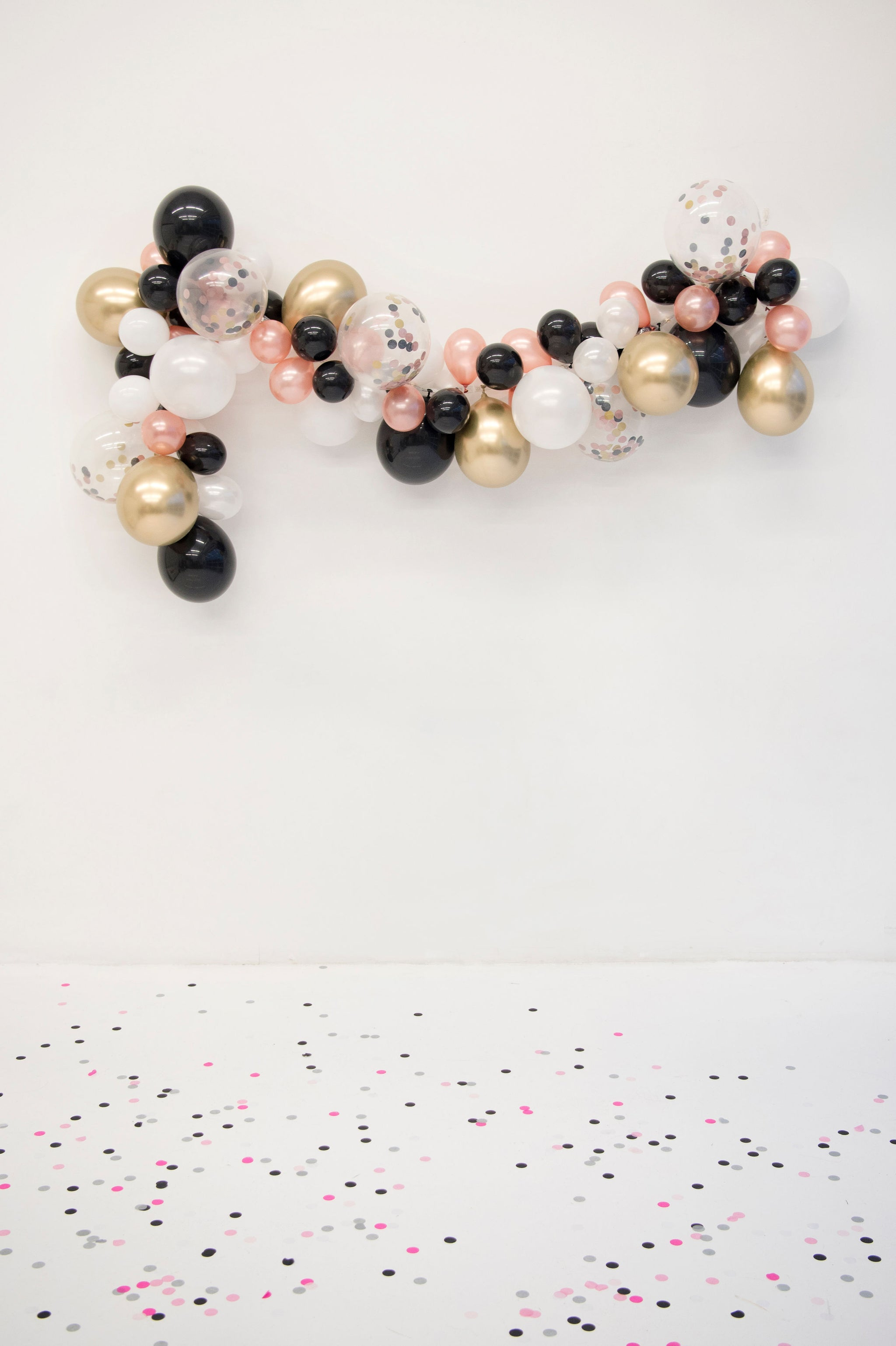 d9f76d31299 DIY Black   Gold Balloon Garland Kit - Glamfetti