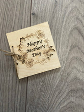 Load image into Gallery viewer, Wooden personalised wreath card for Mother's Day