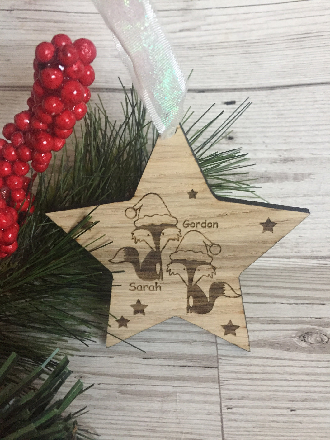 Oak veneer personalised star bauble with 2 foxes - Laser LLama Designs Ltd