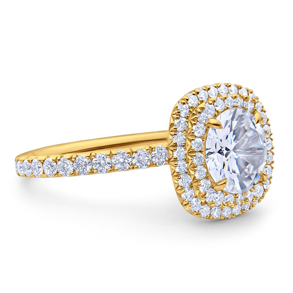 Round Halo White Diamond on Pave Platinum Band