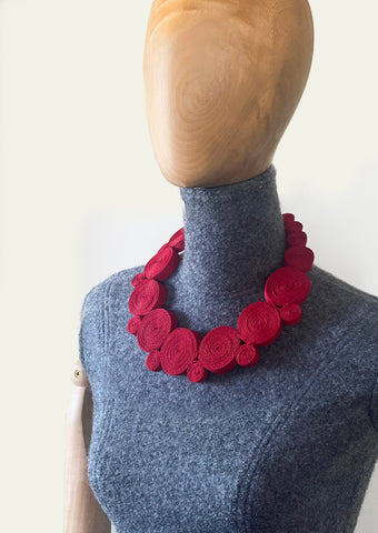 BlackCoffee Ribbon Necklace - red