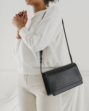Load image into Gallery viewer, Large Structured Crossbody - Black