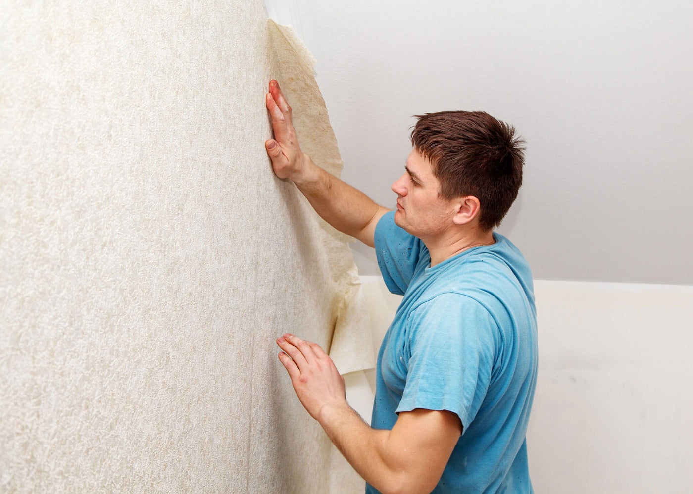 Do Your Rooms Like a Pro: Your Quick Guide to Wallpaper Installation