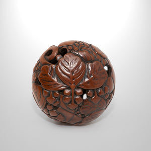 Ryusa Netsuke - Leaves and Nuts